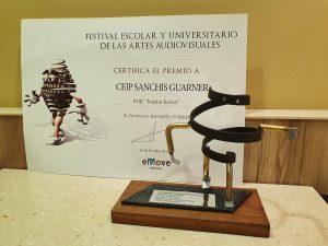 COMUNICAT CEIP SANCHIS GUARNER: L'escola Sanchis Guarner d'Ondara ha estat guardonada amb el premi internacional del Festival eMove en la categoria de videojocs educatius, en Kinèpolis (València)